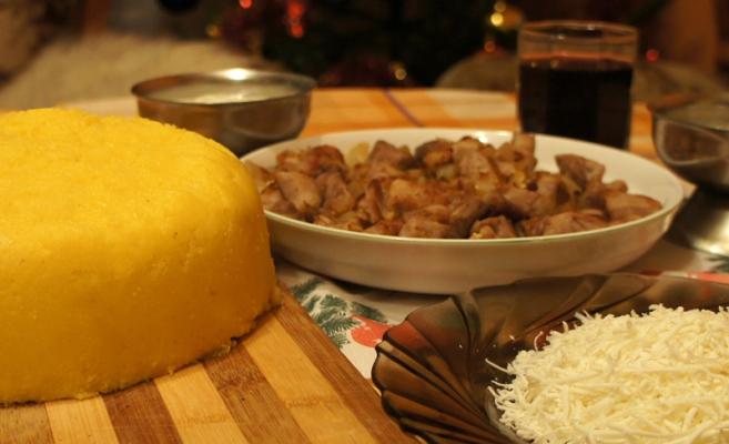 Визитная фото молдавской кухни: мамалыга