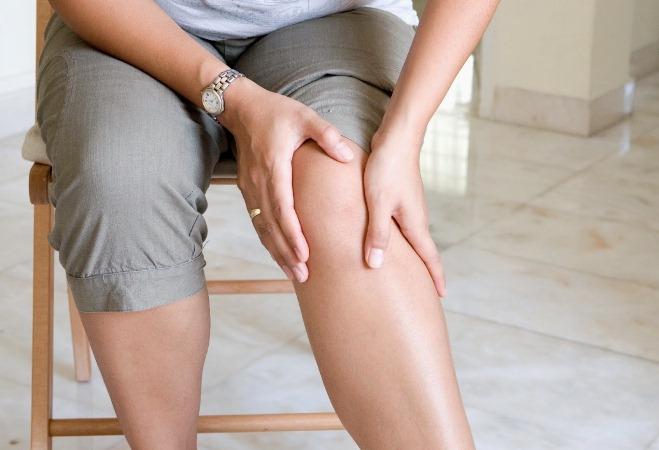 Почему чешутся ноги далее колен: частые причины