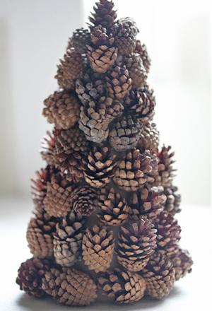 Новогодняя елка своими руками из шишек