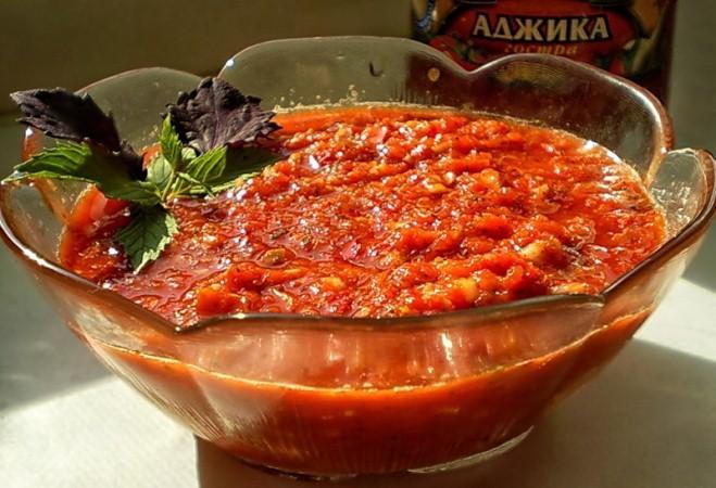 Аджика из  болгарского перца: рецепты умелых хозяек