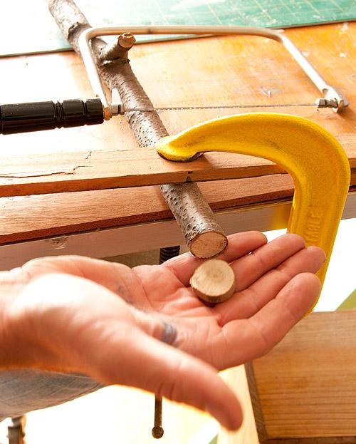 Как сделать деревянные пуговицы своими руками 11