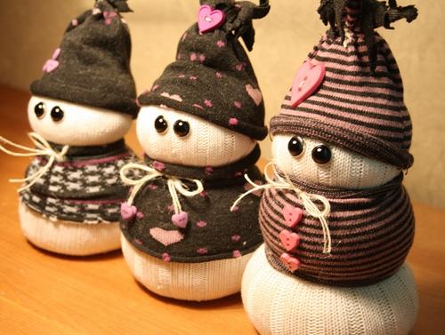 Снеговик из носков своими руками фото