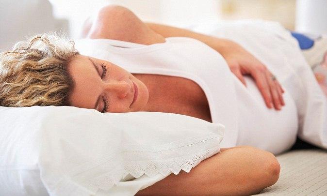 Почему нельзя  спать на живот: объективные причины