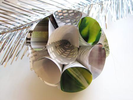 Елочные шары из  многокрасочный бумаги