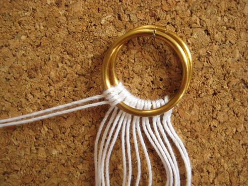 Как сплести браслет из ниток