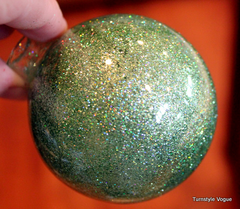Украшение елочных шаров