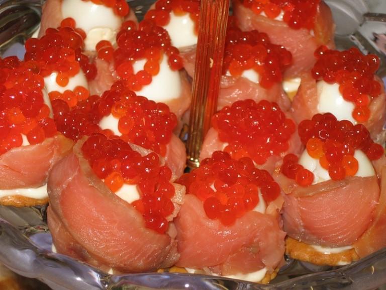 Роскошь на столе: закуски с красной икрой
