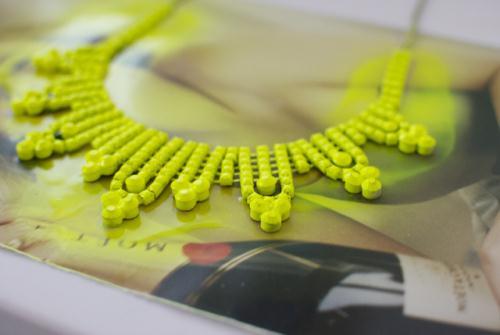 Неоновое ожерелье своими руками