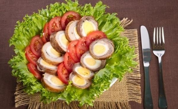 Мясной кушанье с яйцом – традиционная мебель Америки