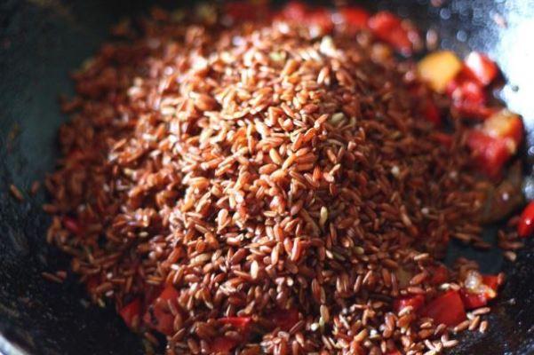 Как варить вишневокрасный рис: советы и правила