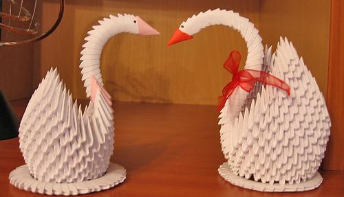 Поделка из  треугольных модулей - Лебедь