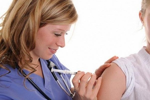 Спорный вопрос: делать единица ребенку прививку ото  гриппа?