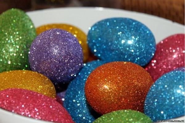Как просто разукрасить яйца к Пасхе