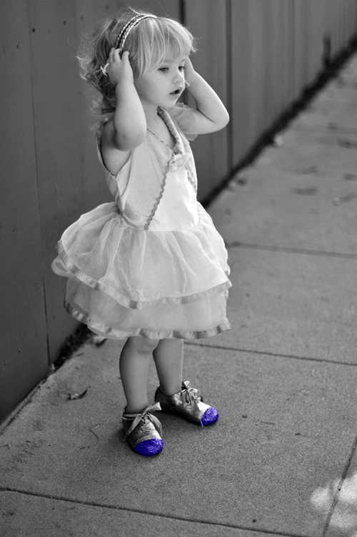Украшение обуви блестками