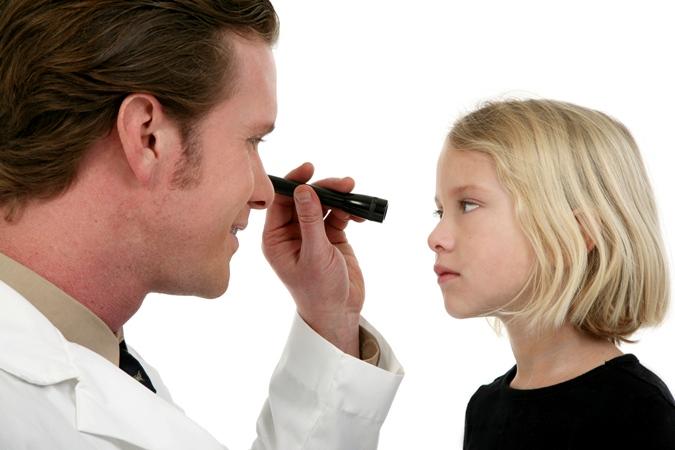 Отчего могут быть красными глаза у ребенка?
